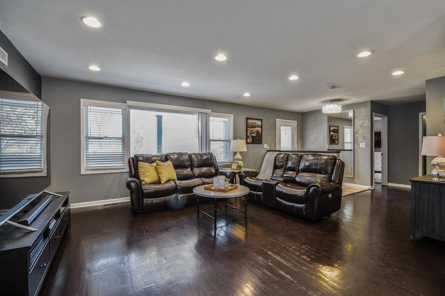 Real Estate Photography - 26363 N. Walnut Avenue, Mundelein, IL, 60060 - Living Room