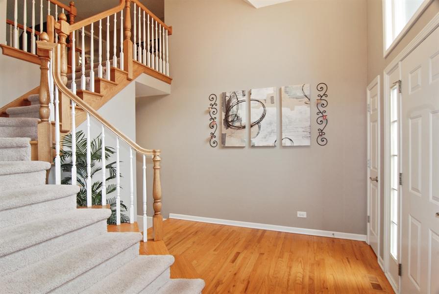 Real Estate Photography - 961 Waterside Court, Aurora, IL, 60502 - Foyer