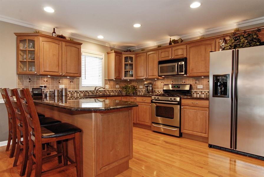 Real Estate Photography - 961 Waterside Court, Aurora, IL, 60502 - Kitchen