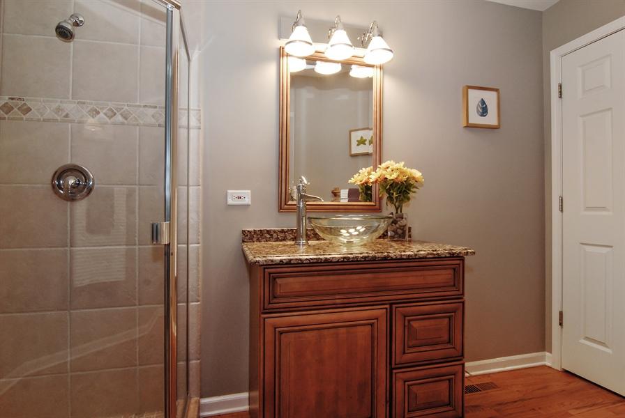 Real Estate Photography - 961 Waterside Court, Aurora, IL, 60502 - Bathroom