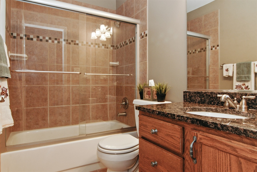 Real Estate Photography - 961 Waterside Court, Aurora, IL, 60502 - 2nd Bathroom