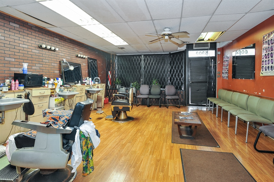 Real Estate Photography - 5301 West Chicago Ave, Chicago, IL, 60651 - Commerical space - Barber shop