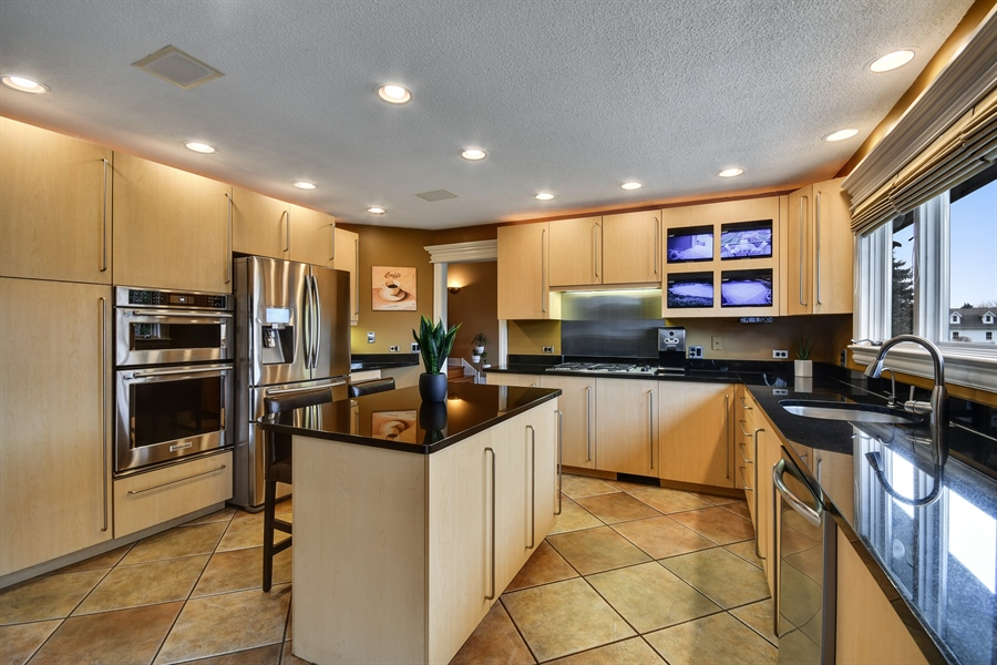 Real Estate Photography - 5N737 Dunham Trails Road, Wayne, IL, 60184 - Kitchen