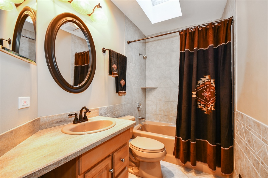Real Estate Photography - 5N737 Dunham Trails Road, Wayne, IL, 60184 - 2nd Bathroom