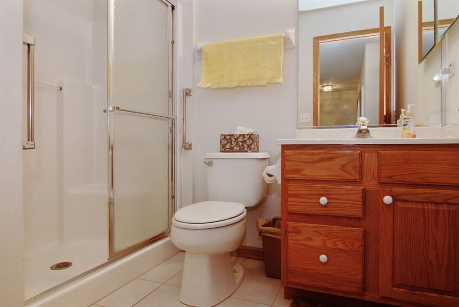 Real Estate Photography - 1908 Margaret Court, Aurora, IL, 60505 - Bathroom
