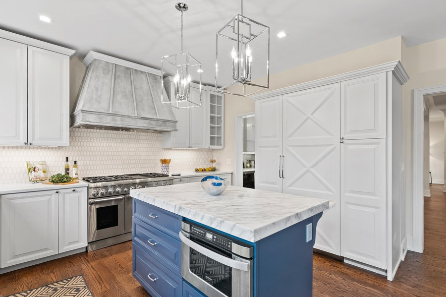 Real Estate Photography - 918 Yale Street, Wilmette, IL, 60091 - Stunning Cook's Kitchen