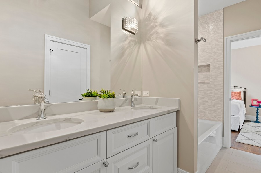 Real Estate Photography - 918 Yale Street, Wilmette, IL, 60091 - Jack & Jill Bathroom