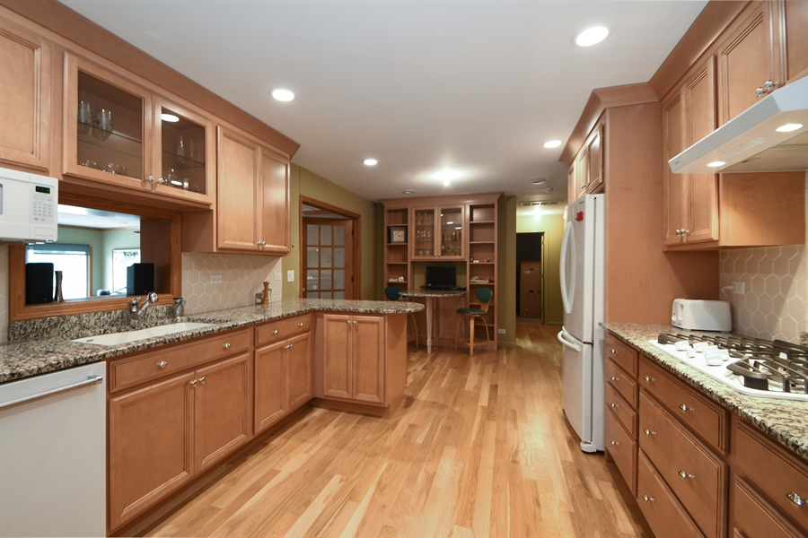 Real Estate Photography - 16351 RIDGELAND Avenue, Tinley Park, IL, 60477 - Kitchen / Breakfast Room