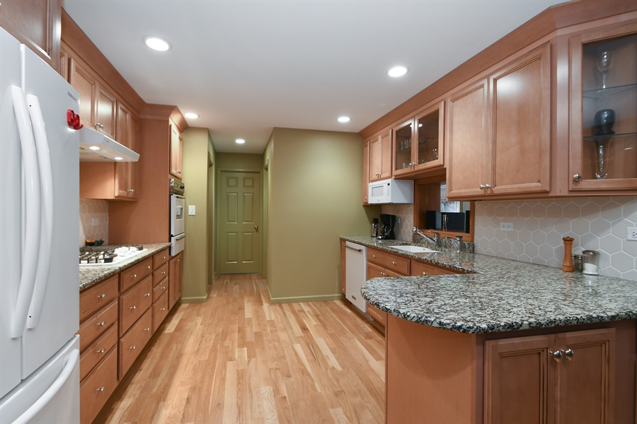 Real Estate Photography - 16351 RIDGELAND Avenue, Tinley Park, IL, 60477 - Kitchen