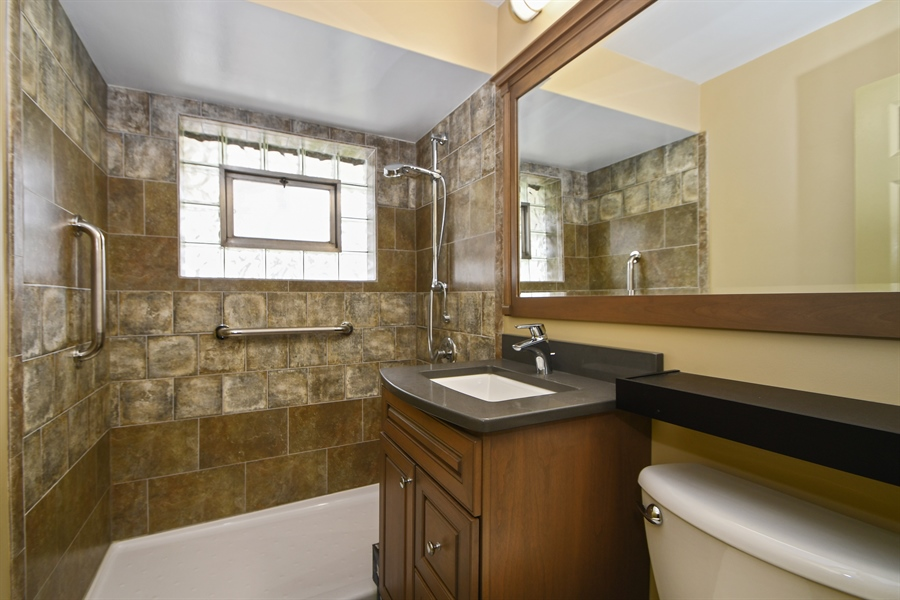 Real Estate Photography - 16351 RIDGELAND Avenue, Tinley Park, IL, 60477 - Bathroom