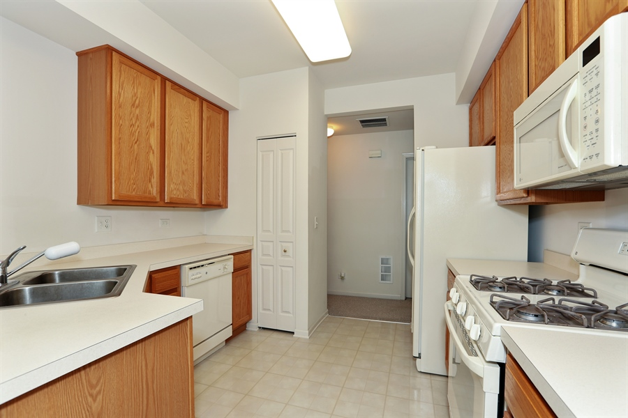 Real Estate Photography - 24928 Franklin Lane, Plainfield, IL, 60585 - Kitchen