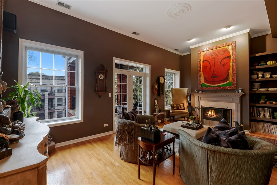 Real Estate Photography - 5638 North Wayne Ave, 3, Chicago, IL, 60660 - Living Room