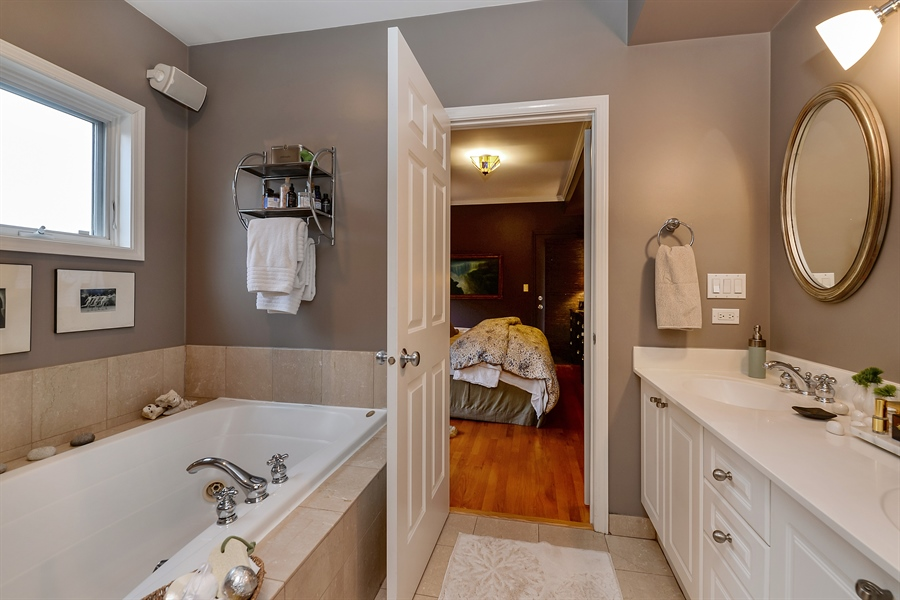 Real Estate Photography - 5638 North Wayne Ave, 3, Chicago, IL, 60660 - Master Bathroom