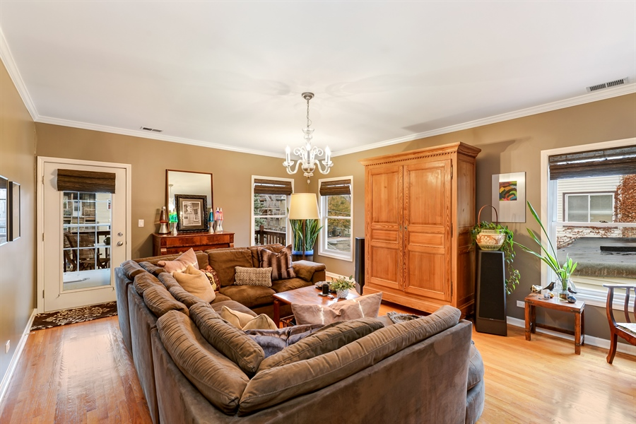 Real Estate Photography - 5638 North Wayne Ave, 3, Chicago, IL, 60660 - Family Room
