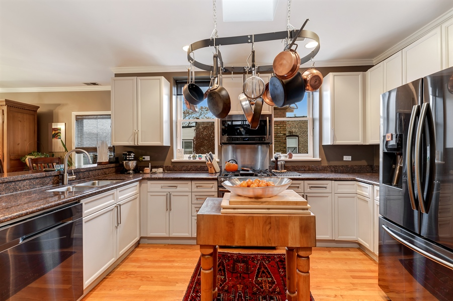 Real Estate Photography - 5638 North Wayne Ave, 3, Chicago, IL, 60660 - Kitchen