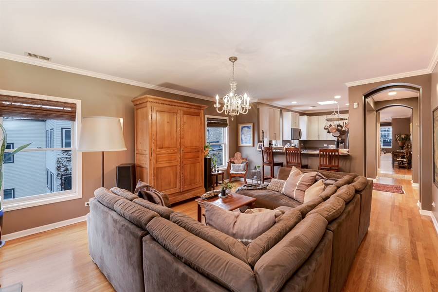 Real Estate Photography - 5638 North Wayne Ave, 3, Chicago, IL, 60660 - Family Room / Kitchen
