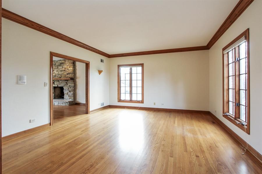 Real Estate Photography - 36 Saint John Dr, Hawthorn Woods, IL, 60047 - Living Room