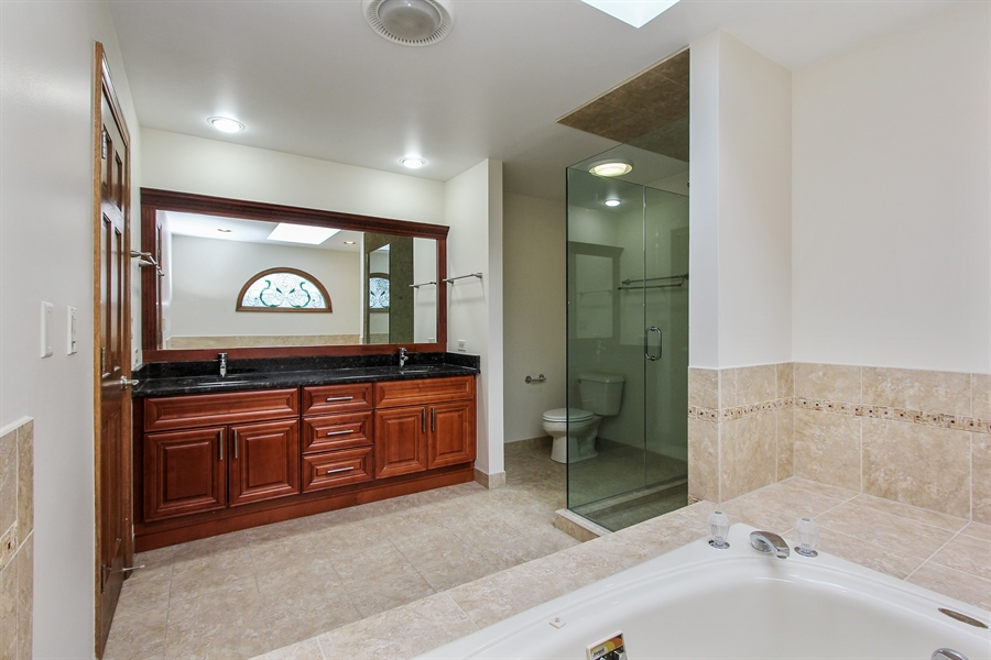 Real Estate Photography - 36 Saint John Dr, Hawthorn Woods, IL, 60047 - Master Bathroom