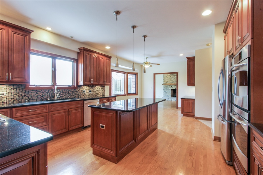 Real Estate Photography - 36 Saint John Dr, Hawthorn Woods, IL, 60047 - Kitchen