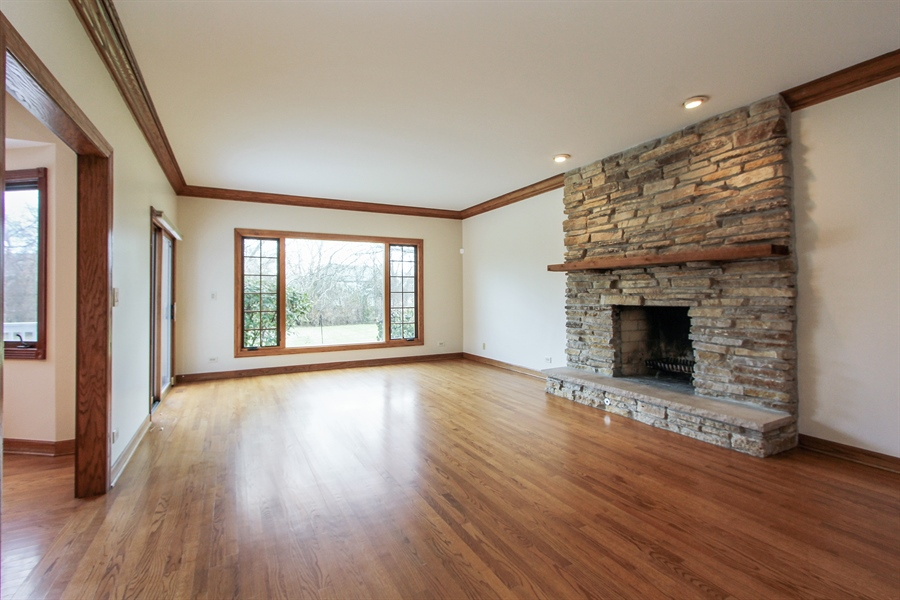 Real Estate Photography - 36 Saint John Dr, Hawthorn Woods, IL, 60047 - Family Room