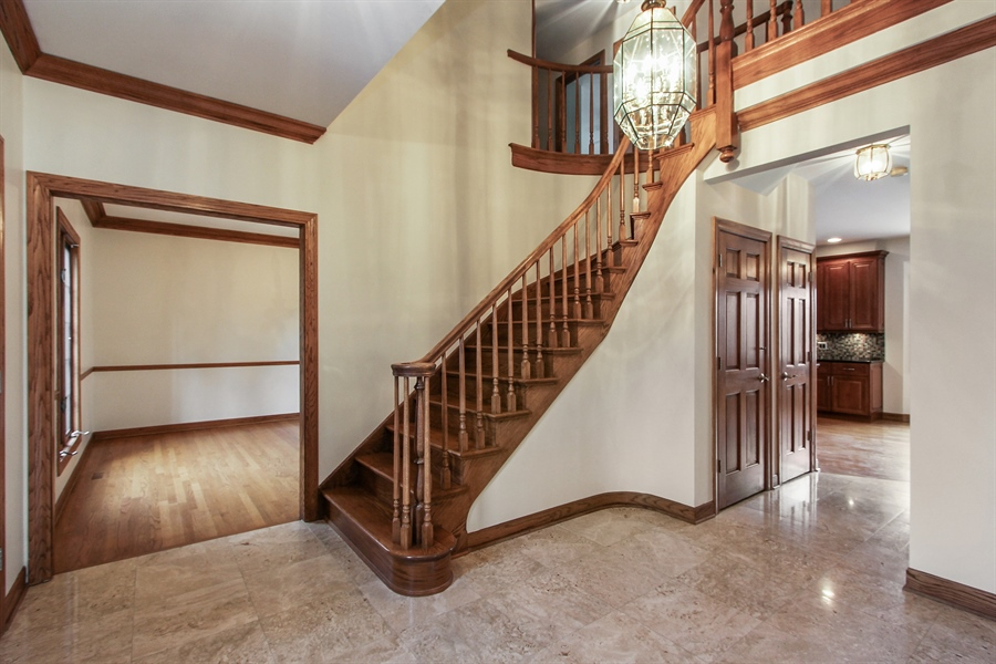 Real Estate Photography - 36 Saint John Dr, Hawthorn Woods, IL, 60047 - Foyer