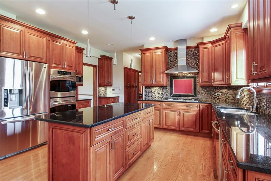 Real Estate Photography - 36 Saint John Dr, Hawthorn Woods, IL, 60047 - Kitchen