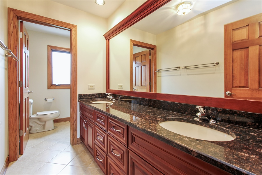 Real Estate Photography - 36 Saint John Dr, Hawthorn Woods, IL, 60047 - 2nd Bathroom