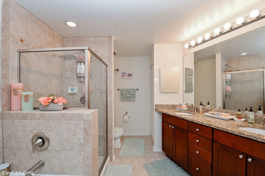 Real Estate Photography - 520 S. State Street, Unit 1109, Chicago, IL, 60605 - Master Bath