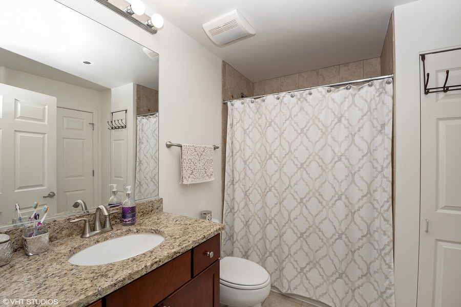 Real Estate Photography - 520 S. State Street, Unit 1109, Chicago, IL, 60605 - Bath