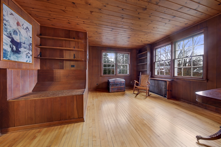 Real Estate Photography - 681 Pleasant Ave, Glen Ellyn, IL, 60137 - Family Room