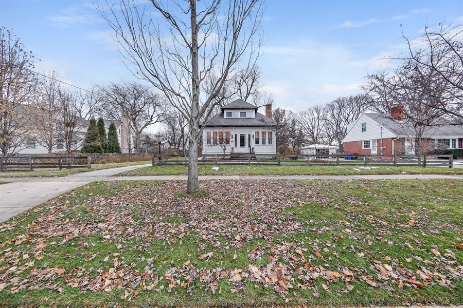 Real Estate Photography - 681 Pleasant Ave, Glen Ellyn, IL, 60137 - Front View
