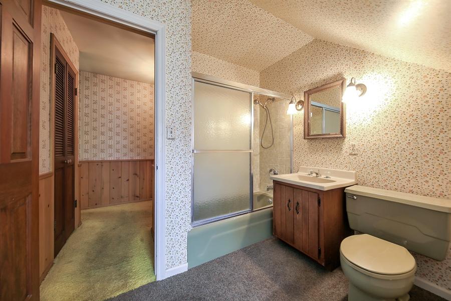 Real Estate Photography - 681 Pleasant Ave, Glen Ellyn, IL, 60137 - Bathroom