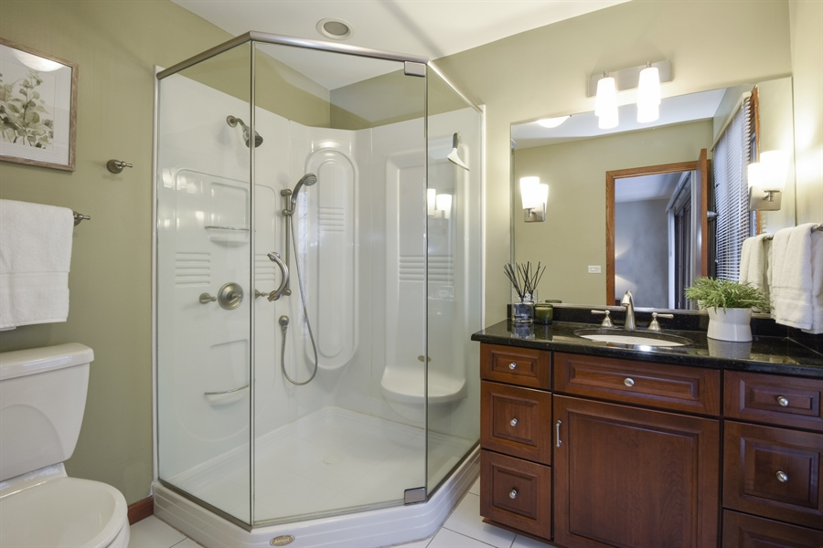Real Estate Photography - 578 W. Signal Hill Road, North Barrington, IL, 60010 - Master Bathroom