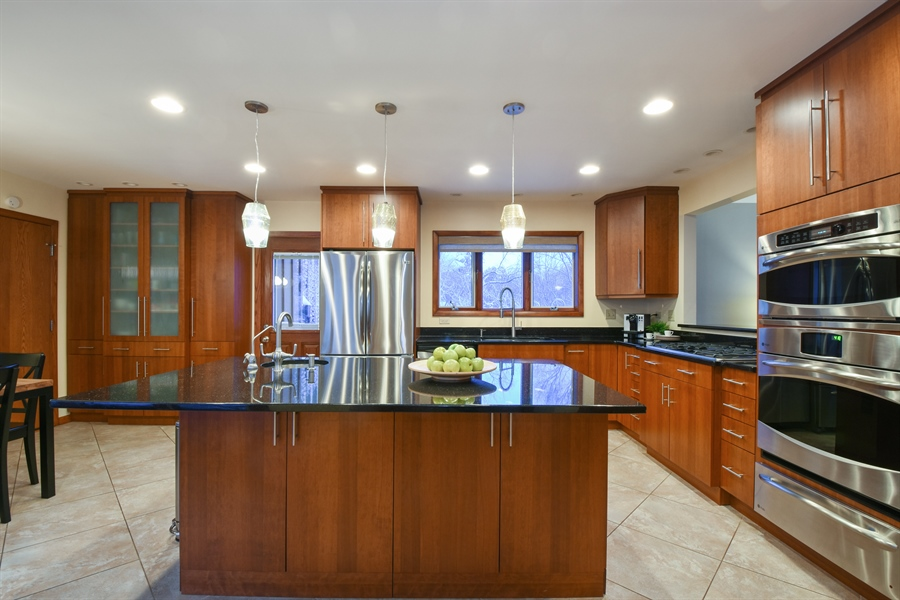 Real Estate Photography - 578 W. Signal Hill Road, North Barrington, IL, 60010 - Kitchen