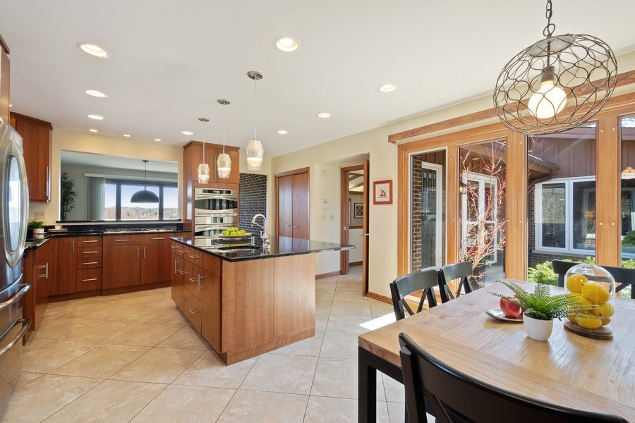 Real Estate Photography - 578 W. Signal Hill Road, North Barrington, IL, 60010 - Kitchen / Breakfast Room