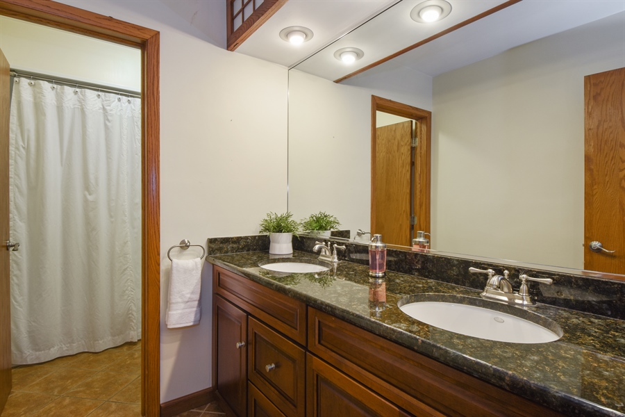 Real Estate Photography - 578 W. Signal Hill Road, North Barrington, IL, 60010 - 2nd Bathroom