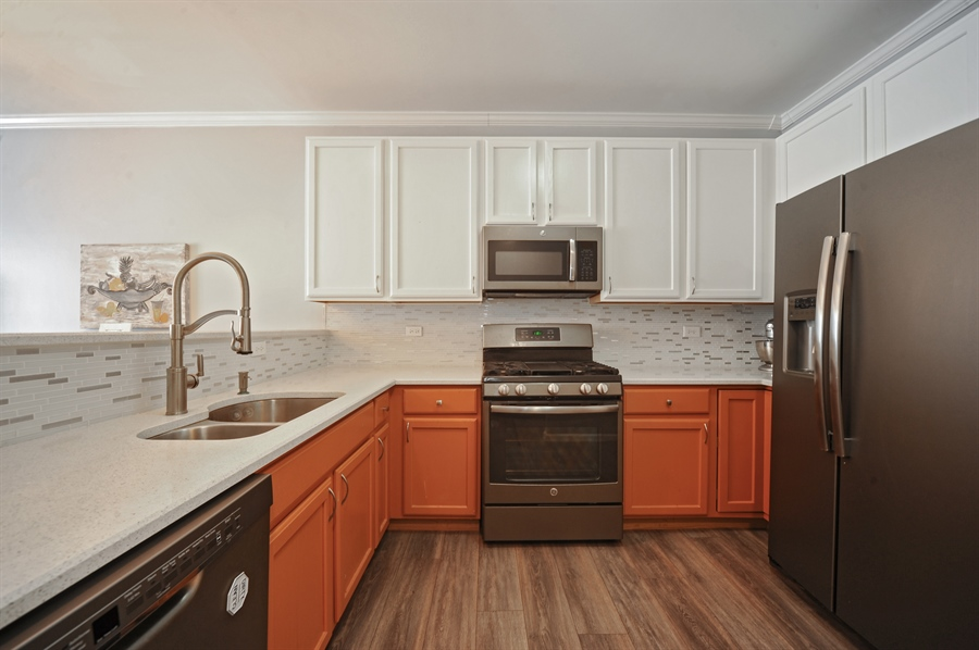 Real Estate Photography - 3154 FALLING WATERS Lane, Unit 3154, Lindenhurst, IL, 60046 - Kitchen