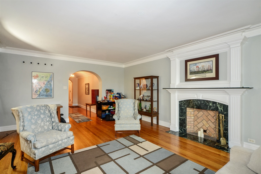 Real Estate Photography - 5510 N. Sheridan Road, Unit 8A, Chicago, IL, 60640 - Living Room