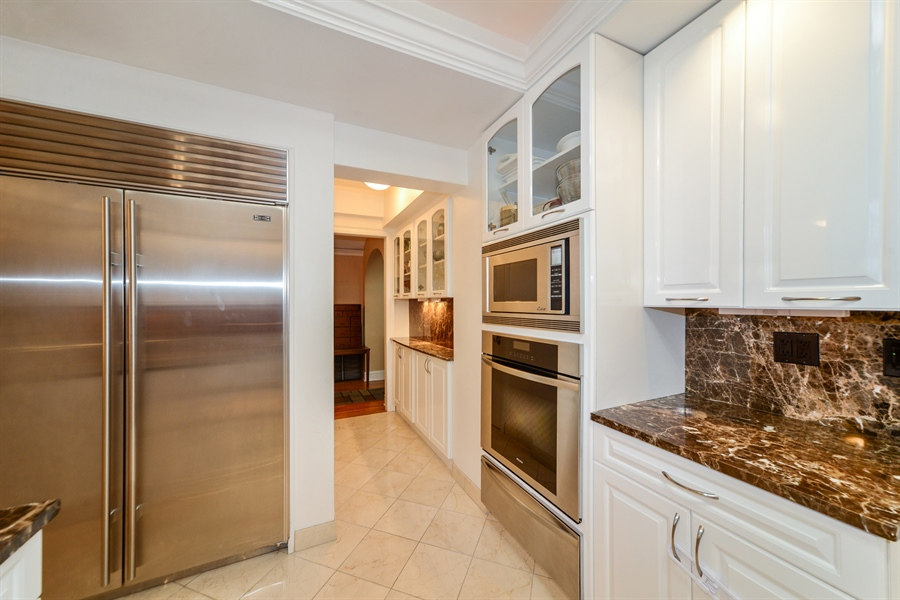 Real Estate Photography - 5510 N. Sheridan Road, Unit 8A, Chicago, IL, 60640 - Kitchen