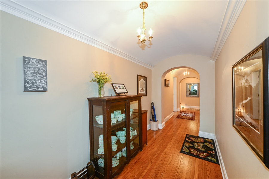 Real Estate Photography - 5510 N. Sheridan Road, Unit 8A, Chicago, IL, 60640 - Foyer