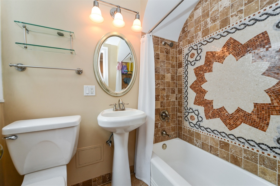 Real Estate Photography - 5510 N. Sheridan Road, Unit 8A, Chicago, IL, 60640 - Bathroom