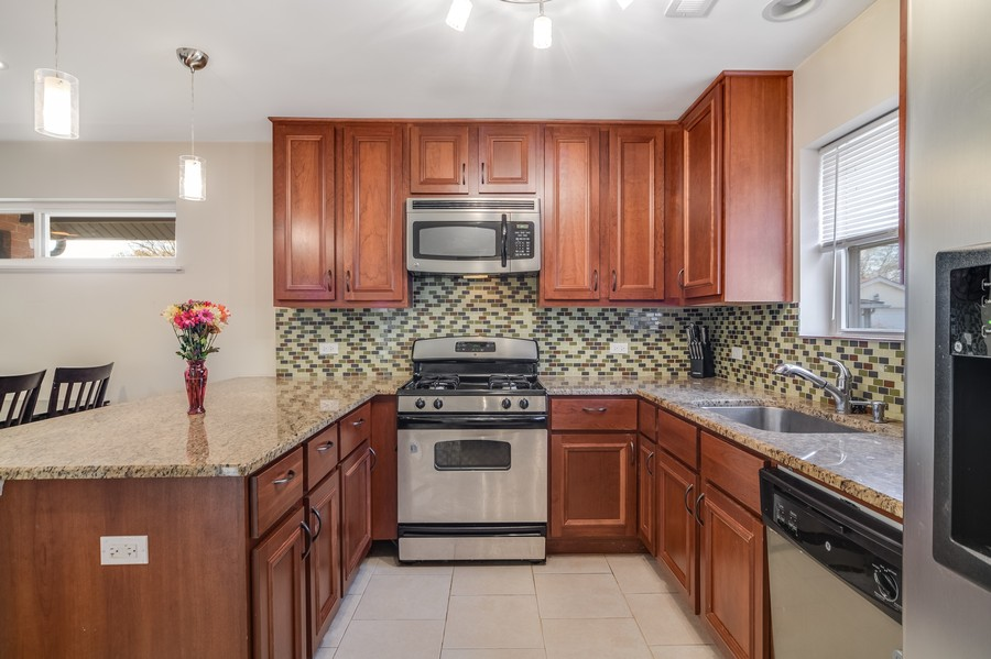 Real Estate Photography - 1456 Portsmouth Avenue, Westchester, IL, 60154 -