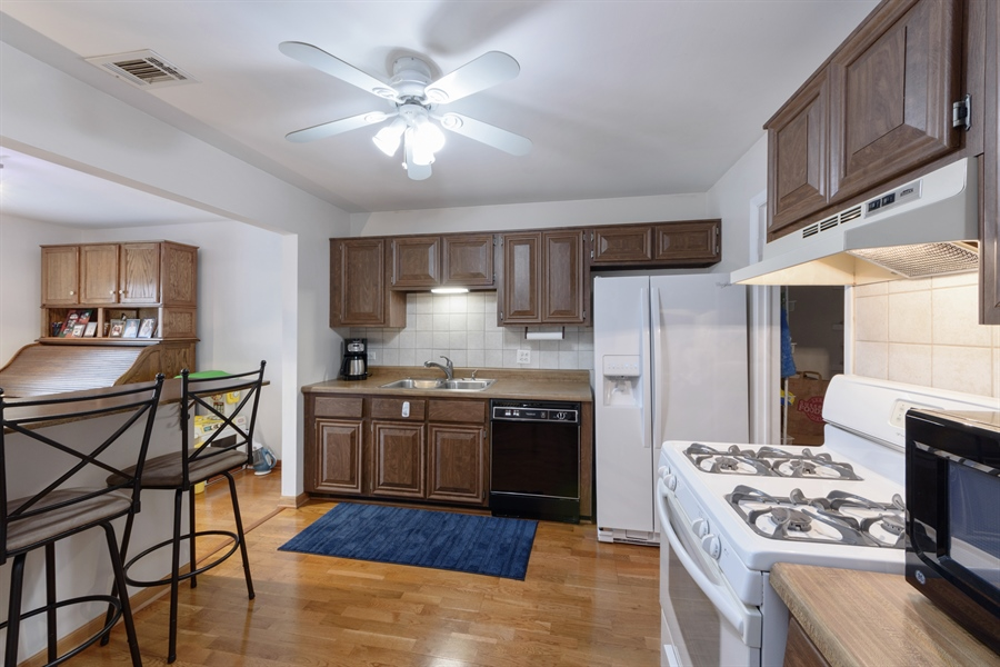Real Estate Photography - 1056 Deerpath Court, Unit B2, Wheeling, IL, 60090 - Kitchen