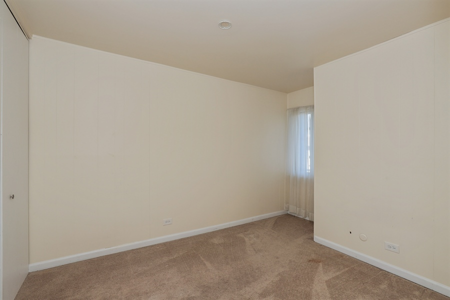 Real Estate Photography - 623 Dove Ct, Grayslake, IL, 60030 - 2nd Bedroom