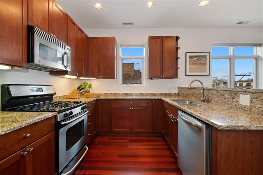 Real Estate Photography - 1600 N. MARSHFIELD Avenue, Unit 306, Chicago, IL, 60622 - Kitchen