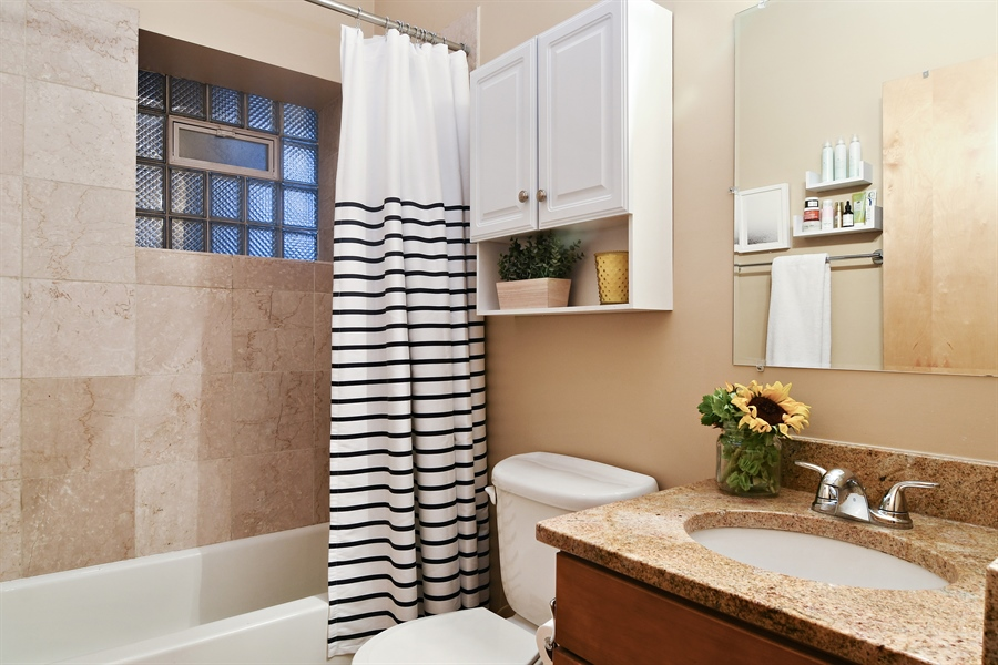 Real Estate Photography - 3608 N. Magnolia Avenue, Unit 2, Chicago, IL, 60613 - Bathroom