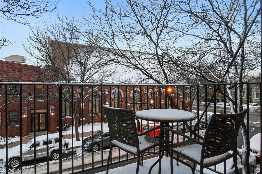 Real Estate Photography - 3608 N. Magnolia Avenue, Unit 2, Chicago, IL, 60613 - Balcony