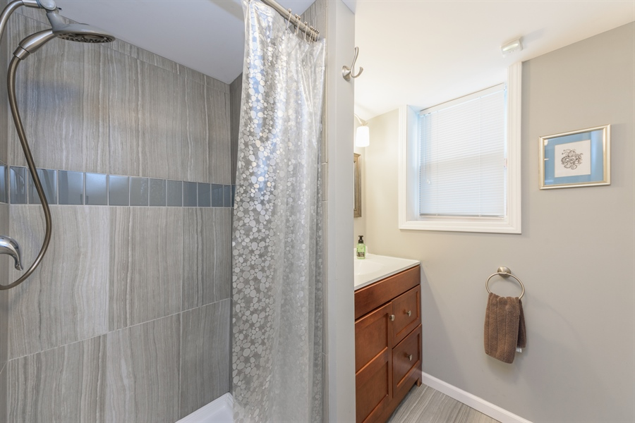 Real Estate Photography - 206 S. Forrest Avenue, Arlington Heights, IL, 60004 - 2nd Bathroom