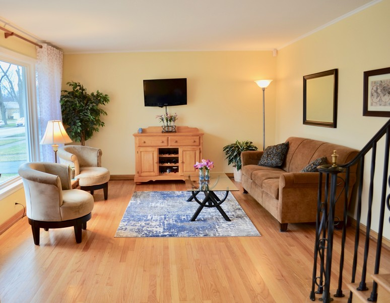 Real Estate Photography - 206 S. Forrest Avenue, Arlington Heights, IL, 60004 - Livingroom