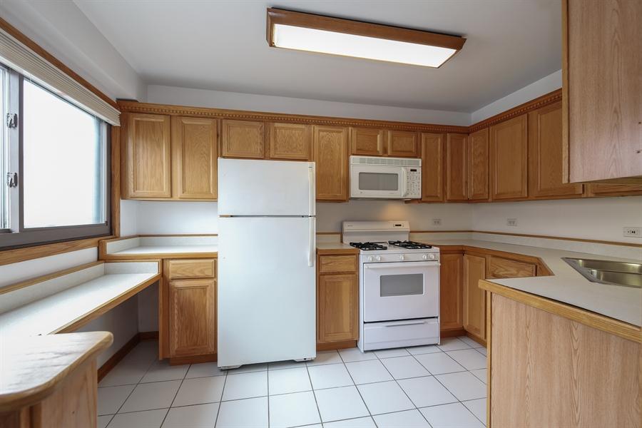 Real Estate Photography - 1258 Brown Street, Unit 102, Des Plaines, IL, 60016 - Kitchen